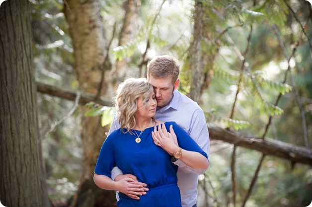 Mill-Creek-Park-engagement-portraits_Kelowna-wedding-for-Edmonton-bride2434_by-Kevin-Trowbridge