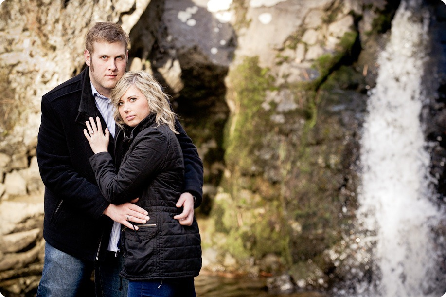 Mill-Creek-Park-engagement-portraits_Kelowna-wedding-for-Edmonton-bride2524_by-Kevin-Trowbridge