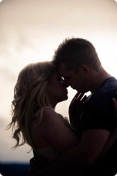 hotel-bedroom-beach-engagement-portraits_Kelowna4135_by-Kevin-Trowbridge