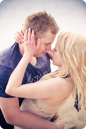 hotel-bedroom-beach-engagement-portraits_Kelowna4319_by-Kevin-Trowbridge