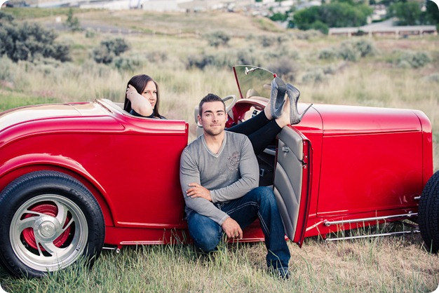 Vintage-car_Knox-Mountain_Lake_Beach-engagement-photos_Kelowna_Okanagan_wedding_6949_by-Kevin-Trowbridge