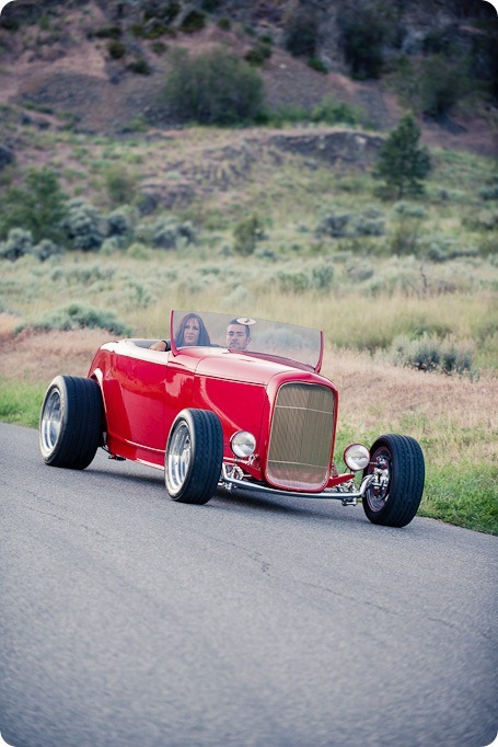Vintage-car_Knox-Mountain_Lake_Beach-engagement-photos_Kelowna_Okanagan_wedding_6988_by-Kevin-Trowbridge