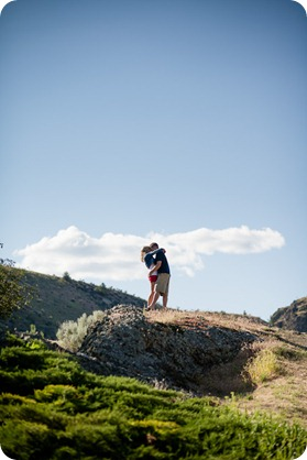 penticton-engagement-session_lake-portraits01_by-Kevin-Trowbridge