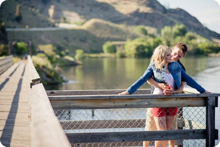 penticton-engagement-session_lake-portraits05_by-Kevin-Trowbridge