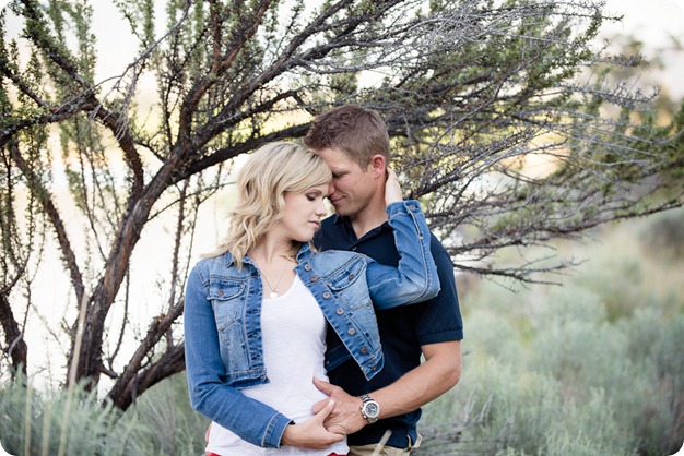 penticton-engagement-session_lake-portraits15_by-Kevin-Trowbridge