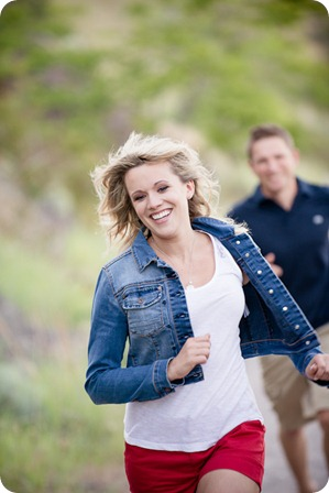 penticton-engagement-session_lake-portraits17_by-Kevin-Trowbridge