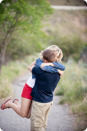 penticton-engagement-session_lake-portraits18_by-Kevin-Trowbridge