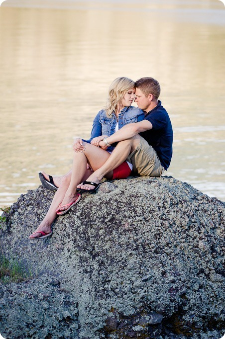penticton-engagement-session_lake-portraits24_by-Kevin-Trowbridge