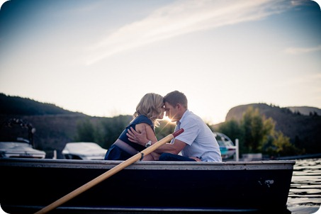 penticton-engagement-session_lake-portraits44_by-Kevin-Trowbridge