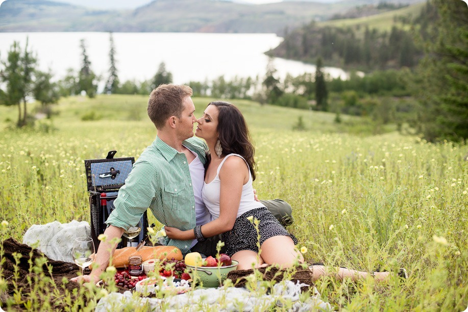 Vernon-engagement-photographer_lake-horse_30_by-Kevin-Trowbridge
