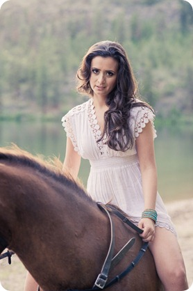Vernon-engagement-photographer_lake-horse_50_by-Kevin-Trowbridge