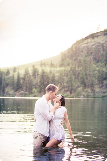 Vernon-engagement-photographer_lake-horse_61_by-Kevin-Trowbridge