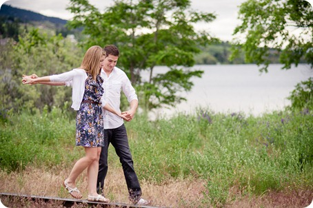 Vernon-engagement-session_family-homestead9208_by-Kevin-Trowbridge