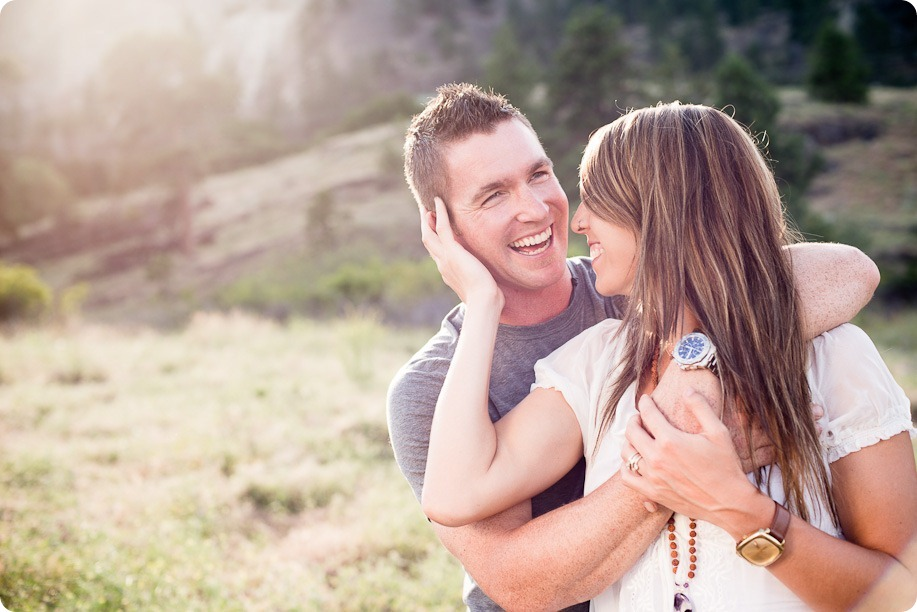 Okanagan-Lake-engagement-session_fun-couple-field-dog-wine03_by-Kevin-Trowbridge