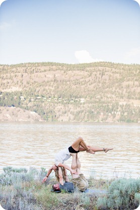 Okanagan-Lake-engagement-session_fun-couple-field-dog-wine34_by-Kevin-Trowbridge