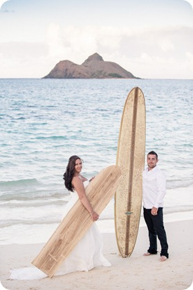 Hawaii-wedding-Lanikai-beach-sunset-surfboards_05_by-Kevin-Trowbridge