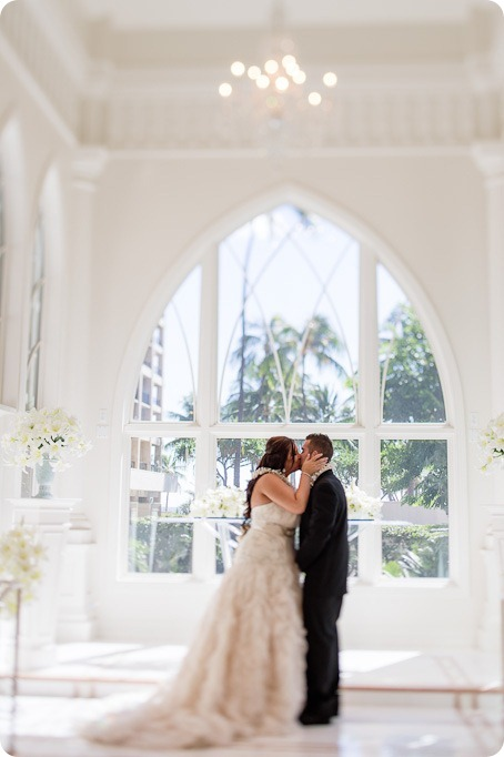 Hawaii-wedding-Waikiki-Moana-Hilton-Crystal-Chapel_110_by-Kevin-Trowbridge