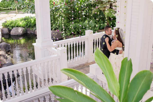 Hawaii-wedding-Waikiki-Moana-Hilton-Crystal-Chapel_119_by-Kevin-Trowbridge
