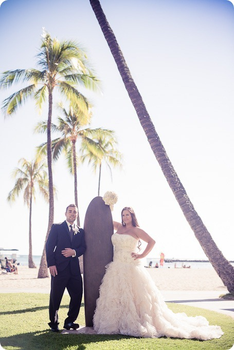 Hawaii-wedding-Waikiki-Moana-Hilton-Crystal-Chapel_128_by-Kevin-Trowbridge