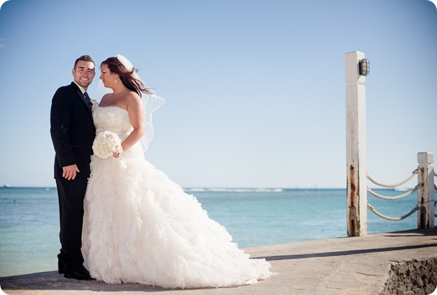 Hawaii-wedding-Waikiki-Moana-Hilton-Crystal-Chapel_130_by-Kevin-Trowbridge