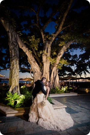 Hawaii-wedding-Waikiki-Moana-Hilton-Crystal-Chapel_174_by-Kevin-Trowbridge
