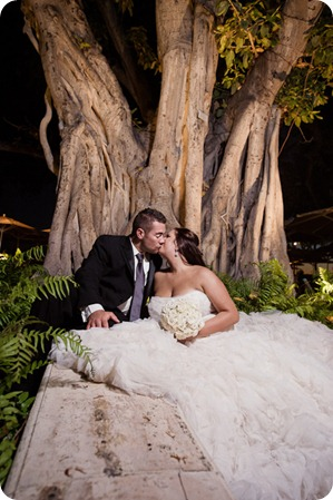Hawaii-wedding-Waikiki-Moana-Hilton-Crystal-Chapel_177_by-Kevin-Trowbridge