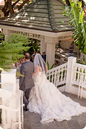Hawaii-wedding-Waikiki-Moana-Hilton-Crystal-Chapel_69_by-Kevin-Trowbridge