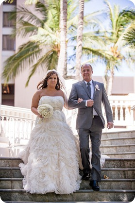 Hawaii-wedding-Waikiki-Moana-Hilton-Crystal-Chapel_70_by-Kevin-Trowbridge