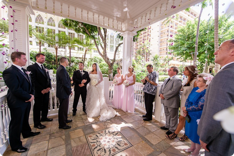 Hawaii-wedding-Waikiki-Moana-Hilton-Crystal-Chapel_80_by-Kevin-Trowbridge