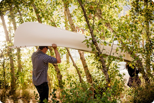 Okanagan-Lake-Canadiana-engagement-session_canoe-outdoor-movie05_by-Kevin-Trowbridge