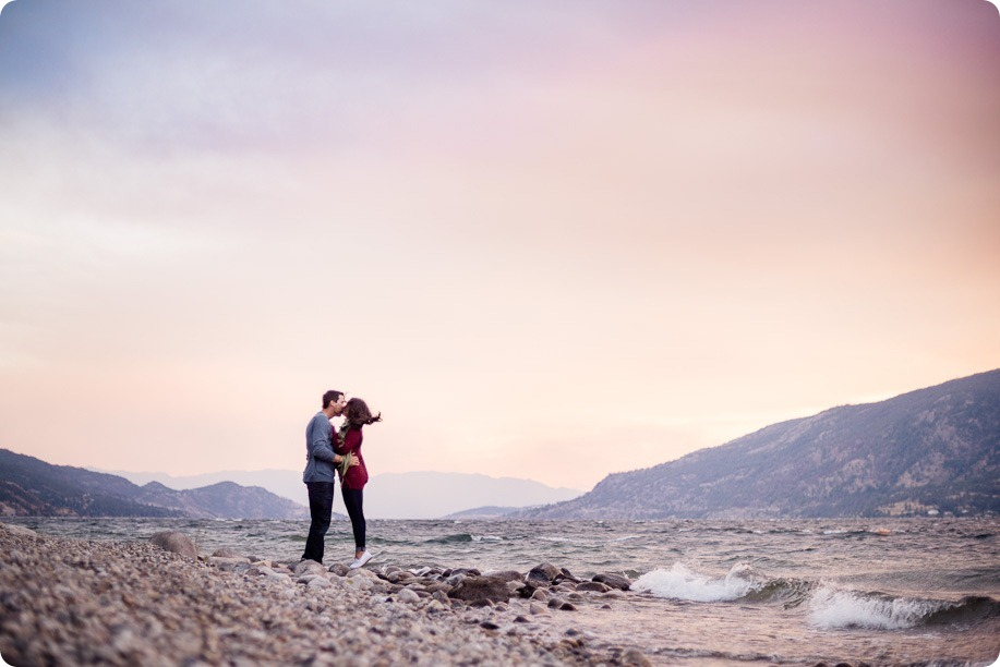 Okanagan-Lake-Canadiana-engagement-session_canoe-outdoor-movie115_by-Kevin-Trowbridge