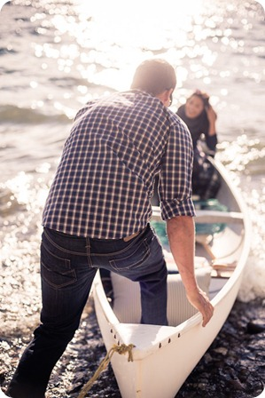 Okanagan-Lake-Canadiana-engagement-session_canoe-outdoor-movie12_by-Kevin-Trowbridge