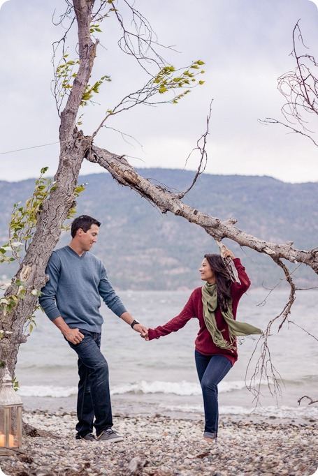 Okanagan-Lake-Canadiana-engagement-session_canoe-outdoor-movie130_by-Kevin-Trowbridge