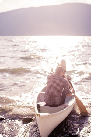 Okanagan-Lake-Canadiana-engagement-session_canoe-outdoor-movie13_by-Kevin-Trowbridge