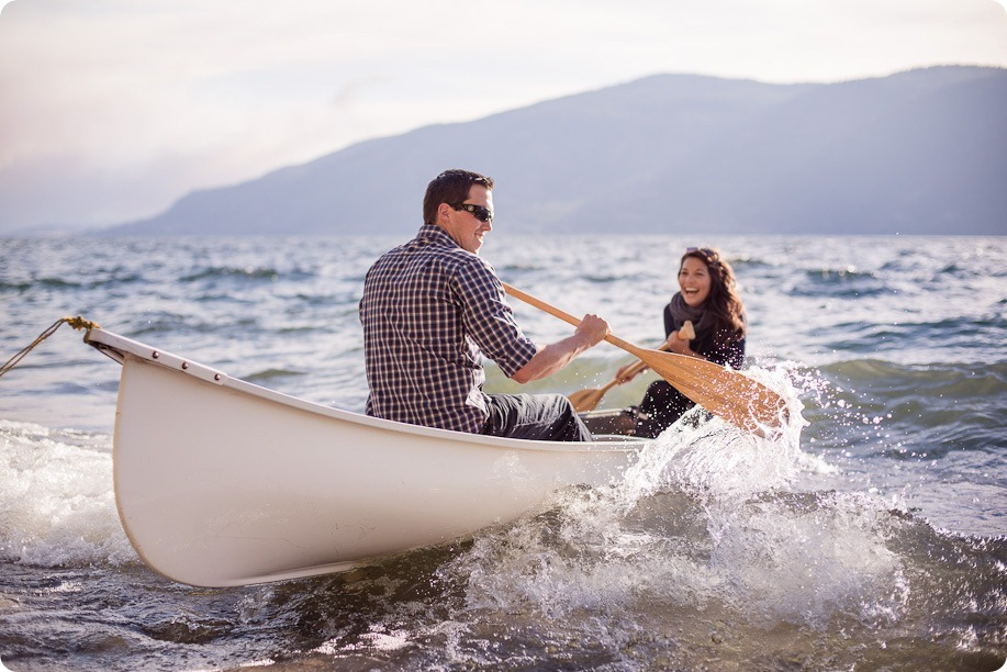 Okanagan-Lake-Canadiana-engagement-session_canoe-outdoor-movie14_by-Kevin-Trowbridge