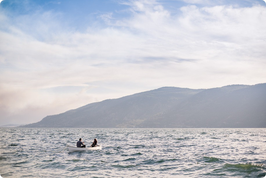 Okanagan-Lake-Canadiana-engagement-session_canoe-outdoor-movie16_by-Kevin-Trowbridge