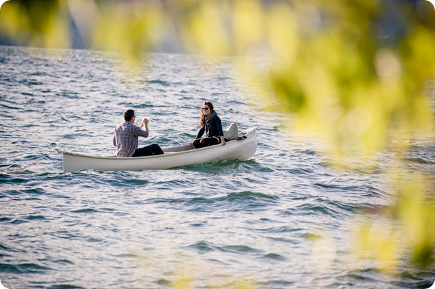 Okanagan-Lake-Canadiana-engagement-session_canoe-outdoor-movie21_by-Kevin-Trowbridge