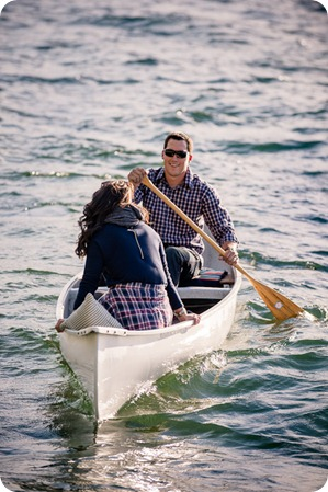 Okanagan-Lake-Canadiana-engagement-session_canoe-outdoor-movie22_by-Kevin-Trowbridge