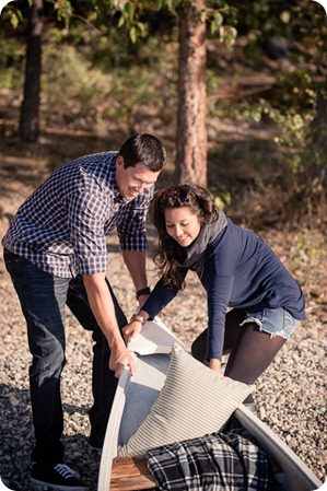 Okanagan-Lake-Canadiana-engagement-session_canoe-outdoor-movie24_by-Kevin-Trowbridge