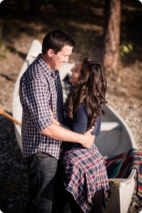 Okanagan-Lake-Canadiana-engagement-session_canoe-outdoor-movie26_by-Kevin-Trowbridge