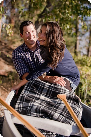 Okanagan-Lake-Canadiana-engagement-session_canoe-outdoor-movie34_by-Kevin-Trowbridge