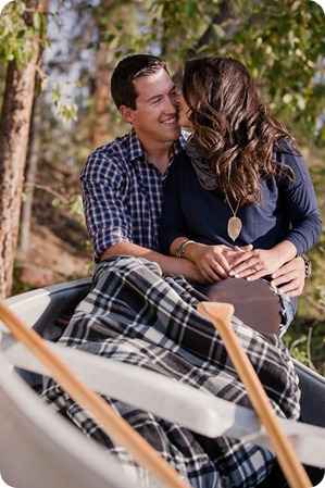 Okanagan-Lake-Canadiana-engagement-session_canoe-outdoor-movie37_by-Kevin-Trowbridge