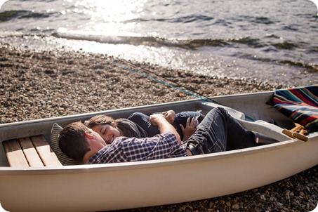 Okanagan-Lake-Canadiana-engagement-session_canoe-outdoor-movie40_by-Kevin-Trowbridge