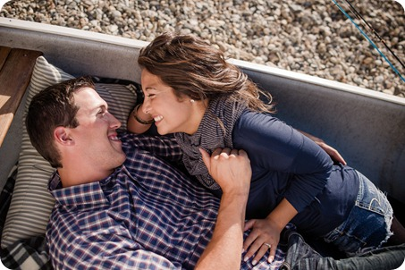 Okanagan-Lake-Canadiana-engagement-session_canoe-outdoor-movie42_by-Kevin-Trowbridge