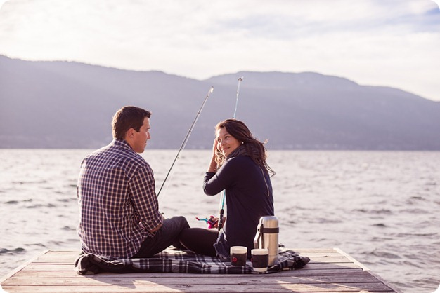 Okanagan-Lake-Canadiana-engagement-session_canoe-outdoor-movie46_by-Kevin-Trowbridge