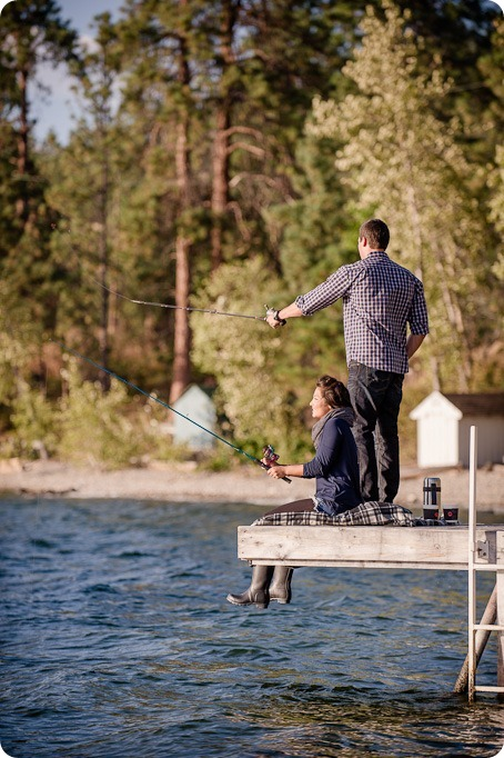 Okanagan-Lake-Canadiana-engagement-session_canoe-outdoor-movie48_by-Kevin-Trowbridge