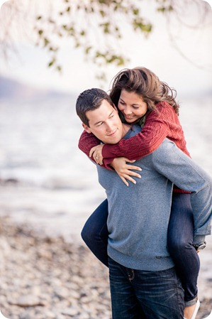 Okanagan-Lake-Canadiana-engagement-session_canoe-outdoor-movie69_by-Kevin-Trowbridge