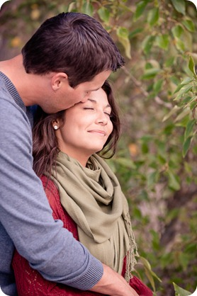 Okanagan-Lake-Canadiana-engagement-session_canoe-outdoor-movie79_by-Kevin-Trowbridge