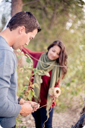 Okanagan-Lake-Canadiana-engagement-session_canoe-outdoor-movie85_by-Kevin-Trowbridge