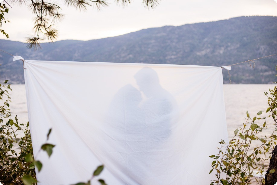 Okanagan-Lake-Canadiana-engagement-session_canoe-outdoor-movie95_by-Kevin-Trowbridge